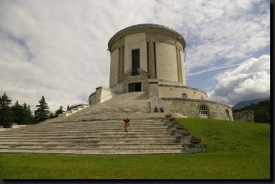 Válečný památník Castel Dante