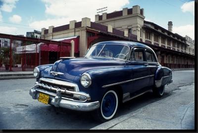 Na kubánských ulicích lze stále potkat nablýskané vozy z 50. let minulého století