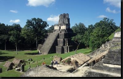 Mayské pyramidy v Tikalu