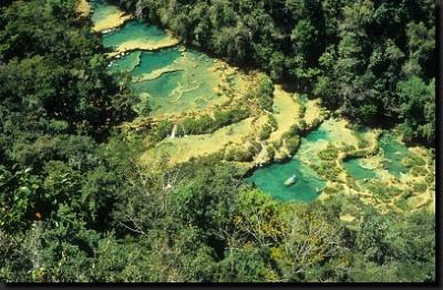 Jeden z divů Guatemaly - jezírka a kaskády Semuc Champey