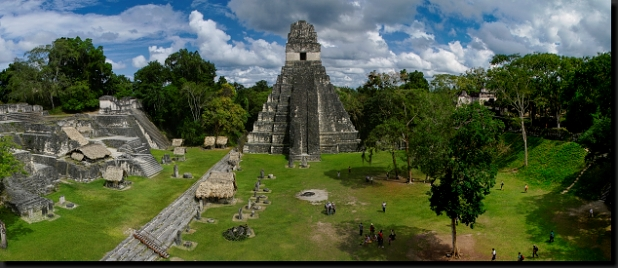 Mezi mayskými pyramidami v Tikalu