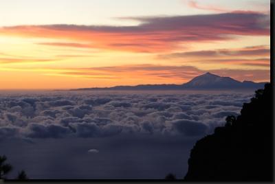 Ranní pohled z hor La Palmy k ostrovu Tenerife