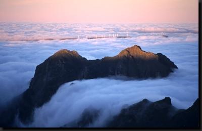 Hory Madeiry v moři mraků