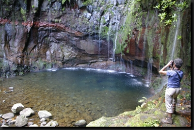 """U vodopádu a jezírka """"25 Fontes"""""""