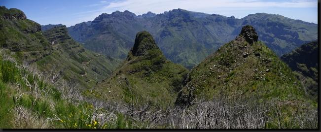 Divoce rozeklané hory v nitru Madeiry