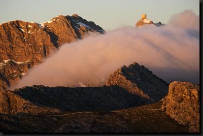Při východu slunce v pohoří Serra de Tramuntana