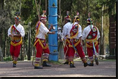 "Mexičtí indiáni během rituálu ""voladores"""