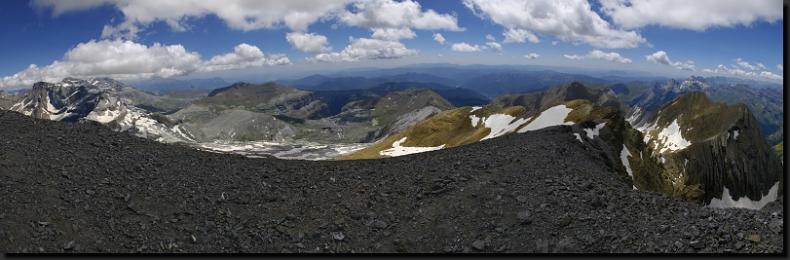 Pyreneje - výhledy z třítisícovky El Taillón