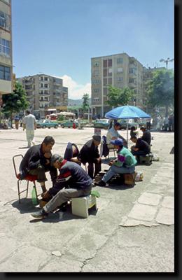 Čističi bot ve městě Korçë