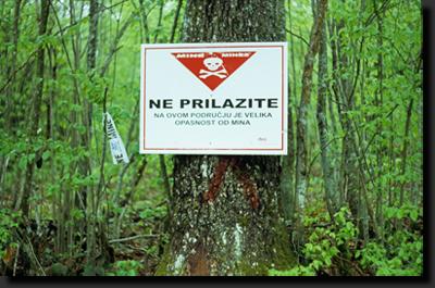 Nevstupujte! - Oblast je zaminována!
