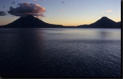 Sopky nad jezerem Atitlán
