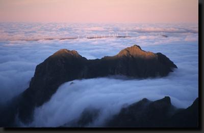 Východ slunce v horách Madeiry