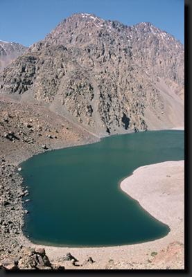 Ledovcové jezero Ifni ve Vysokém Atlasu