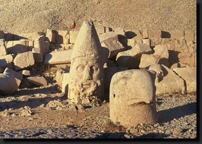 Ruiny Antiochova chrámu na hoře Nemrut